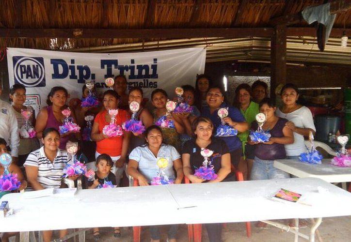 Las mujeres de comunidades participaron en el taller. (Raúl Balam/SIPSE)