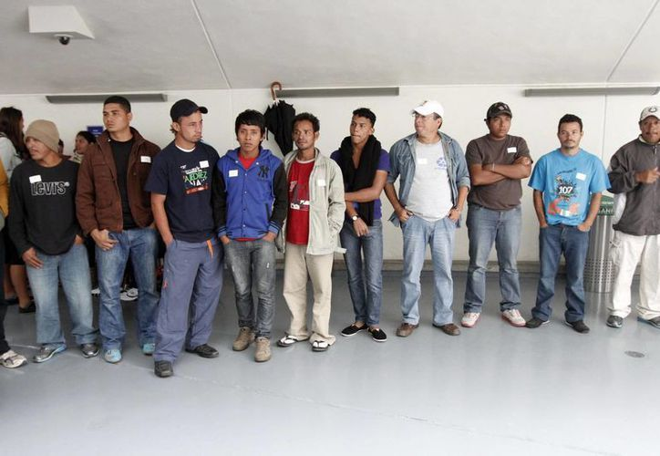 Las autoridades descubrieron que el 'pollero' que transportaba a los guatemaltecos les habría cobrado 500 pesos a cada uno por su traslado. (Notimex/Foto de contexto)