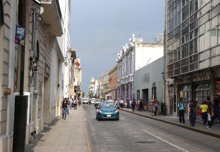 La falta de zonas arboladas en el centro de Mérida propician registros de tres a cinco grados más. (Daniel Sandoval/Novedades Yucatán)