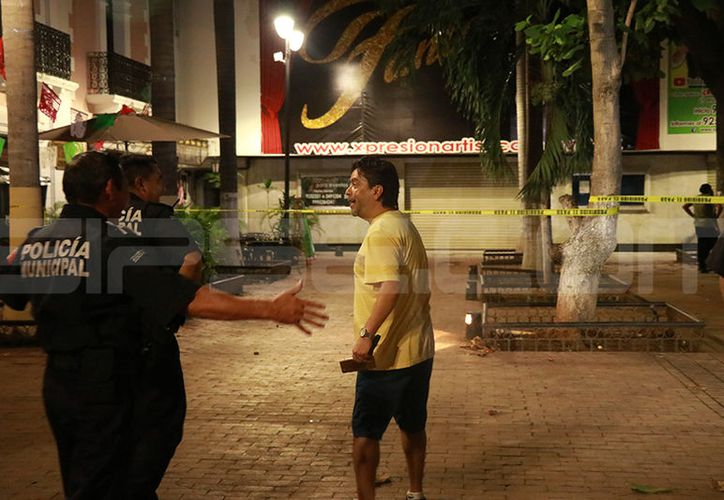 El actor Carlos Espejel se presentó al teatro donde ahora está alojada su escuela. (Jorge Acosta/ Milenio Novedades)