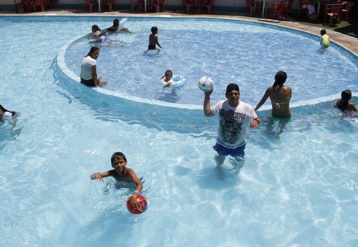 Se carece de un registro oficial sobre cuántas piscinas existen en el país. (Tomás Álvarez/SIPSE)