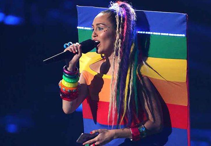 Lo recaudado se irá a la fundación de Miley, Happy hippie foundation. (Foto: AP)