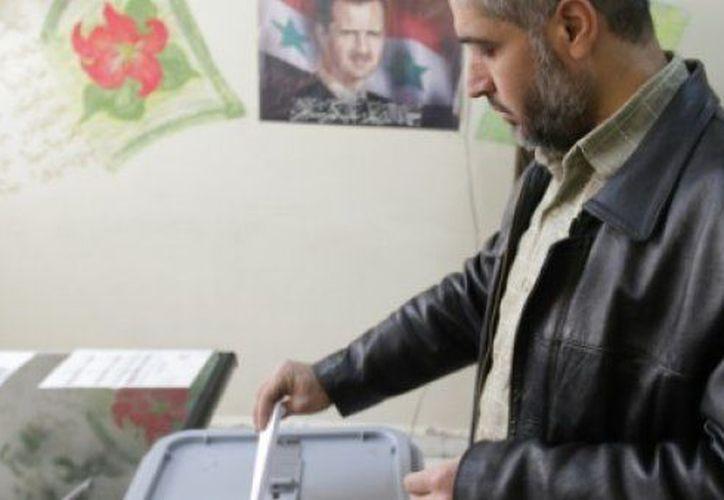 Las mesas electorales permanecerán abiertas hasta las 19:00 horas locales. (AFP)