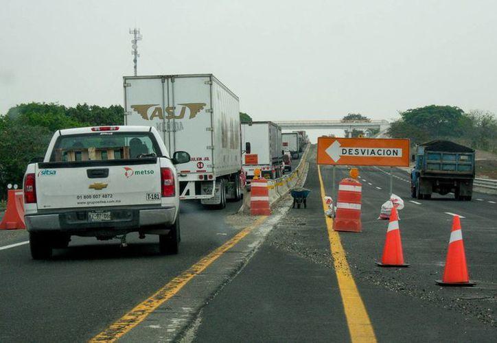 El cierre de un tramo de la autopista México-Veracruz se debe a la construcción de un puente en la capital poblana. (Imagen de contexto de Notimex)