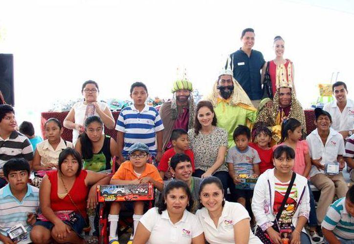 La fundación Palace fue la encargada de reunir los juguetes para los niños. (Redacción/SIPSE)