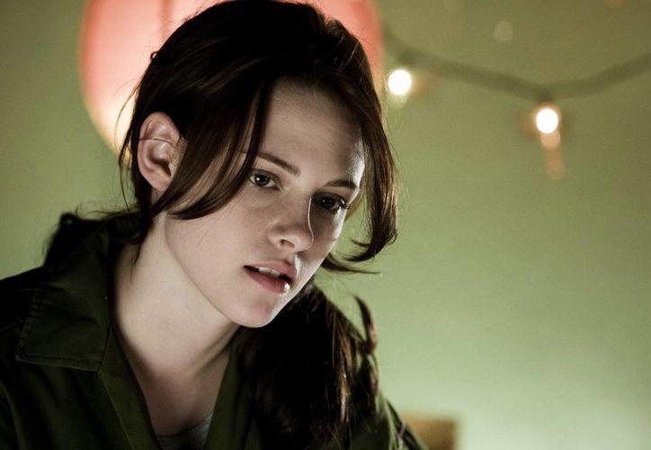 Kristen Stewart, protagonista de la saga Crepúsculo, aparecerá en cortometrajes en Facebook acerca de dicha trama. (imgora.com)
