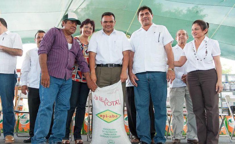 El gobernador Rolando Zapata Bello en una de sus actividades de ayer. (SIPSE)