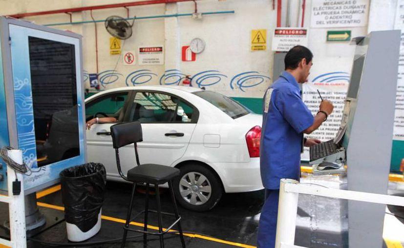 En Ciudad de México se aplica el proceso de verificación vehicular dos veces al año. (Archivo/Agencias)