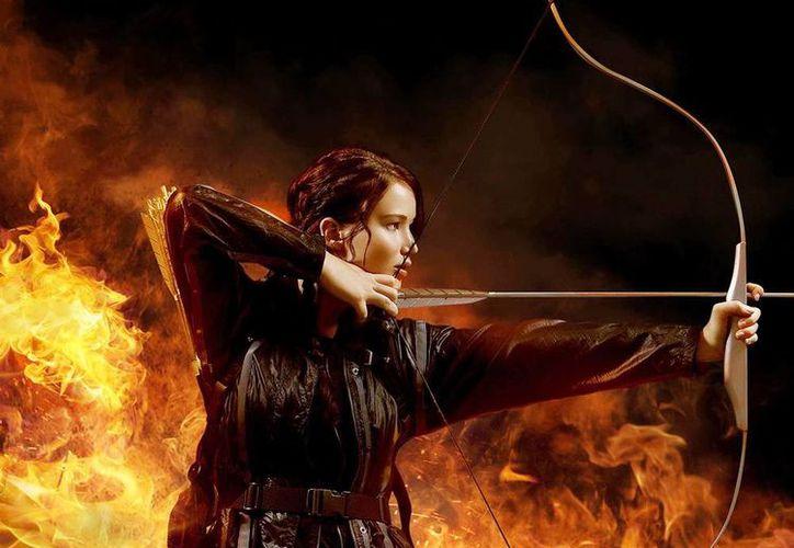 Jennifer Lawrence, quien interpreta a Katniss Everdeen, en una escena de The Hunger Games: Mockingjay - Part 1.  (Agencias)