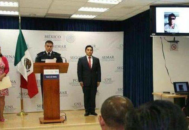 Imagen de la conferencia de prensa en la que el comisario Omar Hamid García Harfuch, jefe de la División de Investigación de la Policía Federal informó de la detención de los secuestradores. (CNS)