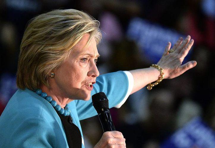 Afirman que Hillary Clinton violó normas de uso de correos electrónicos al emplear para sus comunicaciones oficiales un servidor privado. (Archivo/EFE)