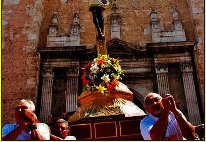 El santo Cristo de las Ampollas, en una procesión. (Jorge Moreno/SIPSE)
