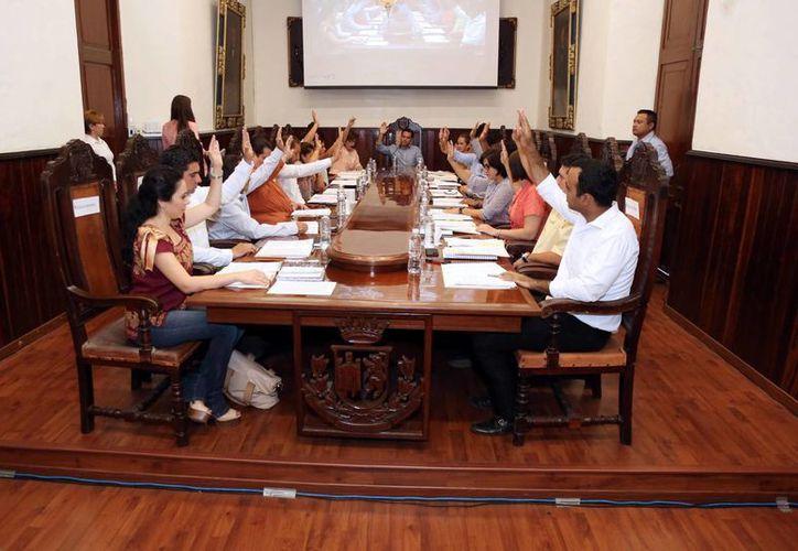 Los tres coordinadores del Ayuntamiento no ganarán los 85 mil pesos que percibía el Oficial mayor ni tampoco los 56 mil que ganan los directores, sino 75 mil pesos cada uno, con el objetivo de 'ahorrar'. (SIPSE)