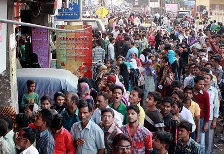 Los rumores difundidos por WhatsApp ha provocado el linchamiento de varias personas en India. (Foto: Infobae)