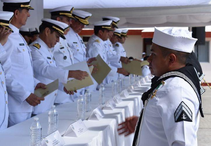 El evento de entrega de reconocimientos se realizó en la Zona Naval de Yucalpetén.(Foto: Milenio Novedades)