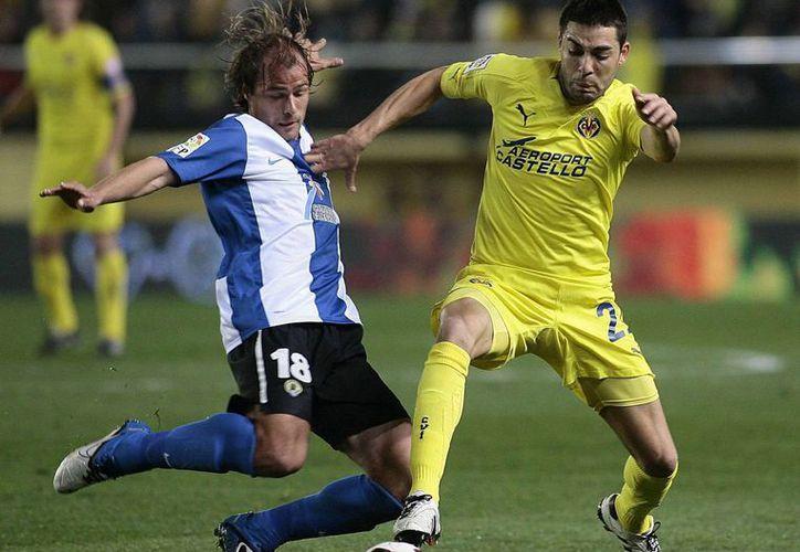 Bruno Soriano (d) hizo el gol de Villarreal cuando faltaban cinco minutos en el tiempo regular. (marca.com/Foto de archivo)