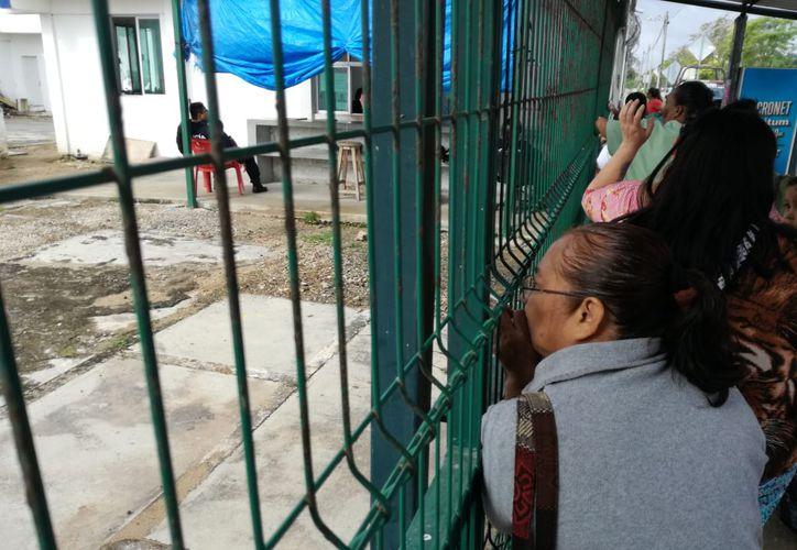 Momentos de tensión se vivieron esta mañana en el Cereso de Chetumal. (Joel Zamora/SIPSE)