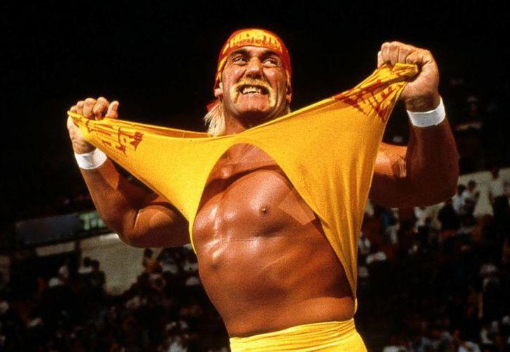 El luchador Hulk Hogan fue despedido de la empresa de lucha libre WWE, tras haberse publicado una entrevista en la que el luchador hace comentarios racistas sobre la pareja de su hija.(WWE)