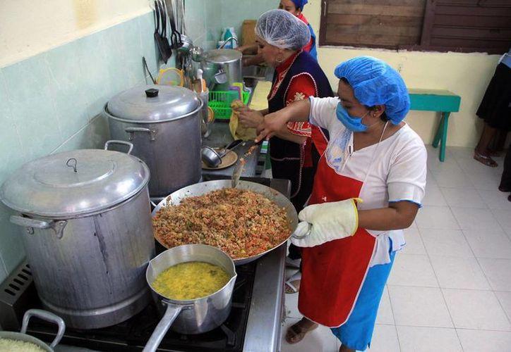 En las Escuelas de Tiempo Completo se cocinan alimentos saludables. (SIPSE)