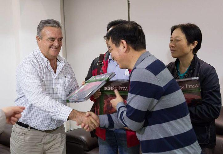 El jefe del Despacho del Gobernador, Eric Rubio Barthell, recibió a las autoridades legislativas de China que visitan Yucatán. (SIPSE)