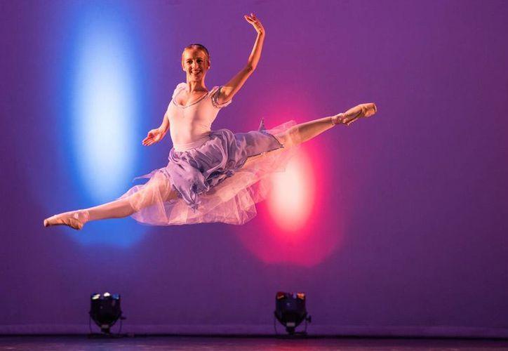 La escuela de danza Ballet Clásico Cancún ofrecerá este sábado el espectáculo didáctico 'Ballegría'. (Cortesía)