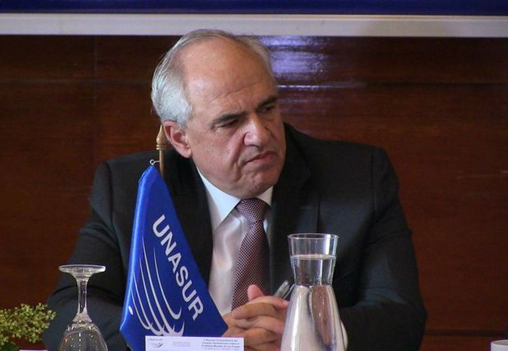 El secretario general de Unasur, Ernesto Samper, propuso al gobierno de Venezuela regularizar a los colombianos que fueron expulsados del país en semanas pasadas. (EFE/Archivo)