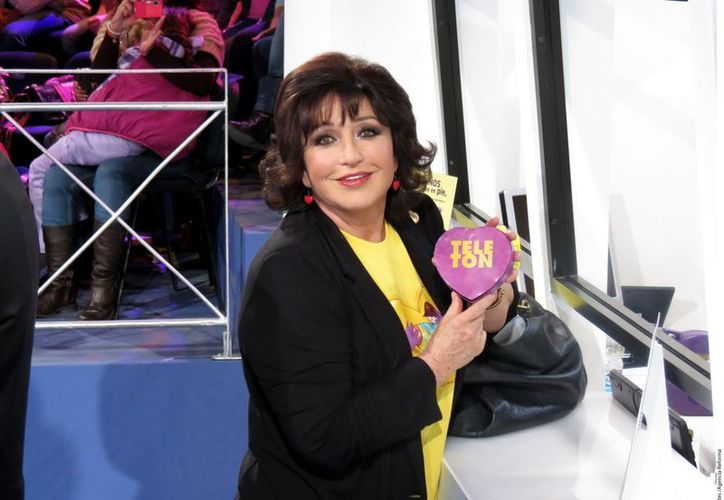 La actriz Angélica María también hizo su donativo. (Reforma)