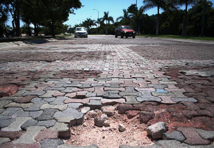 Se prevé que al menos una decena de calles de Playa del Carmen sean reencarpetadas el próximo año. (Octavio Martínez/SIPSE)