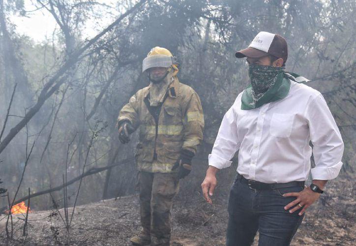 El incendio provocó una gran cantidad de humo. (Sergio Orozco/SIPSE)