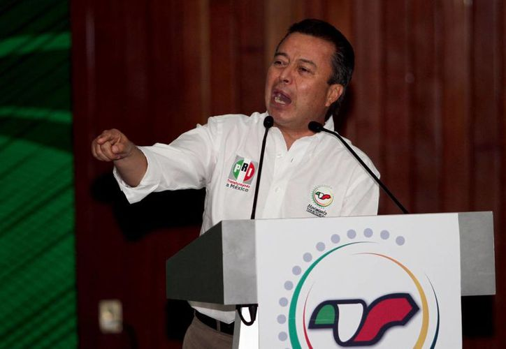 """El líder nacional del PRI, César Camacho Quiroz, dijo que las medidas tienen por objetivo evitar el """"saqueo moral de nuestros valores"""". (Foto de archivo/Notimex)"""
