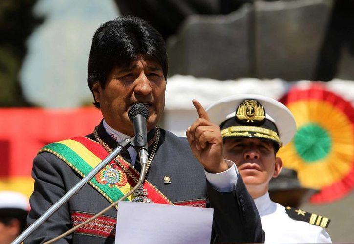 Evo Morales llamó a los bolivianos a luchar contra el pesimismo y mantener el desarrollo del país a buen ritmo. (EFE)