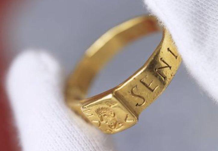Este es el anillo que se muestra al público en Hampshire, al sur de Inglaterra. (EFE)