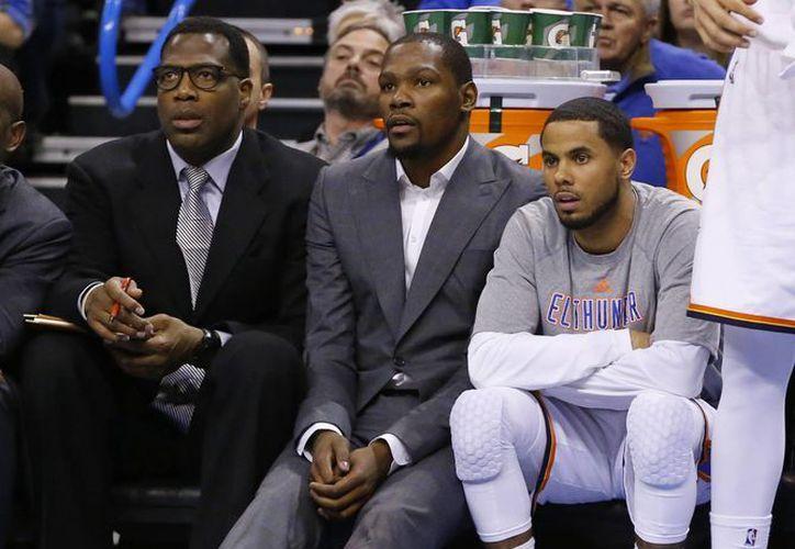 El 19 de febrero el gran dolor en el pie impidió a Kevin Durant seguir en las canchas. (AP)