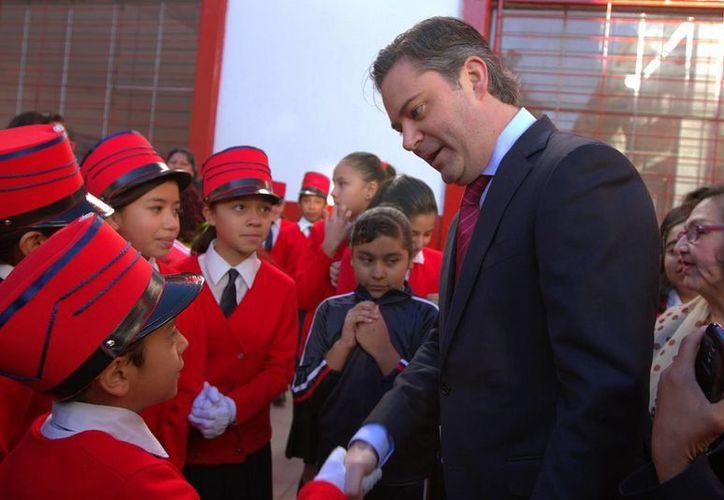 Foto de archivo de Aurelio Nuño Mayer ante alumnos de la Escuela Primaria República de Cuba, quien aseguró ayer que la reforma educativa avanza. (Notimex)