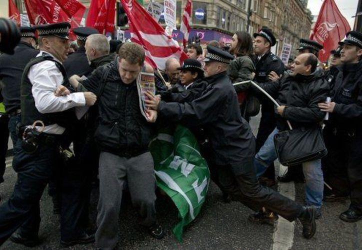 Los enfrentamientos con manifestantes ya forman parte del panorama de las protestas en España. (Agencias)