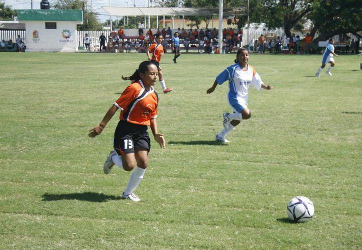 La Universidad de Quintana Roo, fue la única institución educativa de la capital del estado que logró pasar a la fase regional en: fútbol soccer y rápido en la rama femenil (Alberto Aguilar/SIPSE)