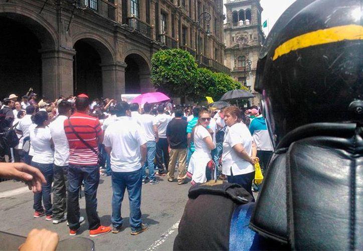 Unos 350 integrantes se manifestaron, en días pasados, en el centro de la Ciudad de México, para exigir garantías para su trabajo. (excelsior.com.mx)