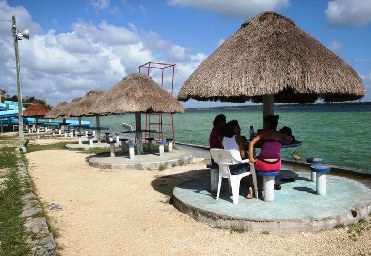 De 700 personas que ingresaban los sábados y domingos, solamente lo hicieron 150 bañistas. (Javier Ortiz/SIPSE)
