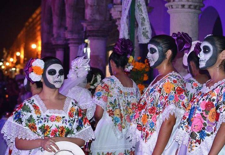 Este lunes previo al Día de Muertos se realizará en los bajos del palacio municipal la vaquería de las ánimas. (SIPSE)