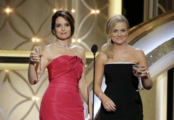 Ante los buenos resultados en el rating, Tina Fey y Amy Poehler repetirán por tercera vez como anfitrionas de la entrega de los Globos de Oro en 2015. (Agencias)