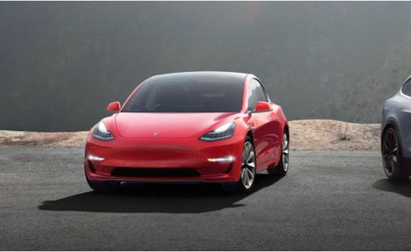 Los automóviles de Tesla son completamente eléctricos, por lo que puede ser una buena inversión.  (SDP)