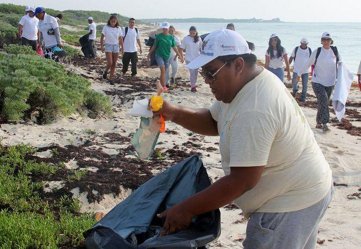 La jornada de recoja de basura en arenales se desarrolló el pasado sábado. (Foto: Gustavo Villegas)