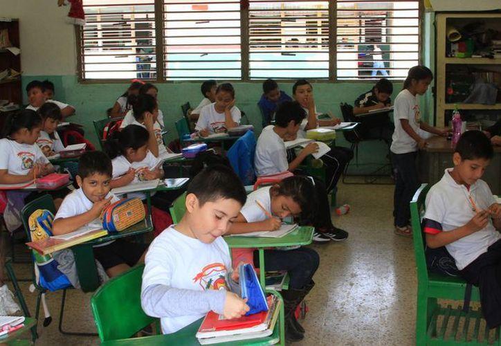 El horario de salida para las labores en las escuelas, se mantiene vigente a las 14:30 horas. (Ángel Castilla/SIPSE)