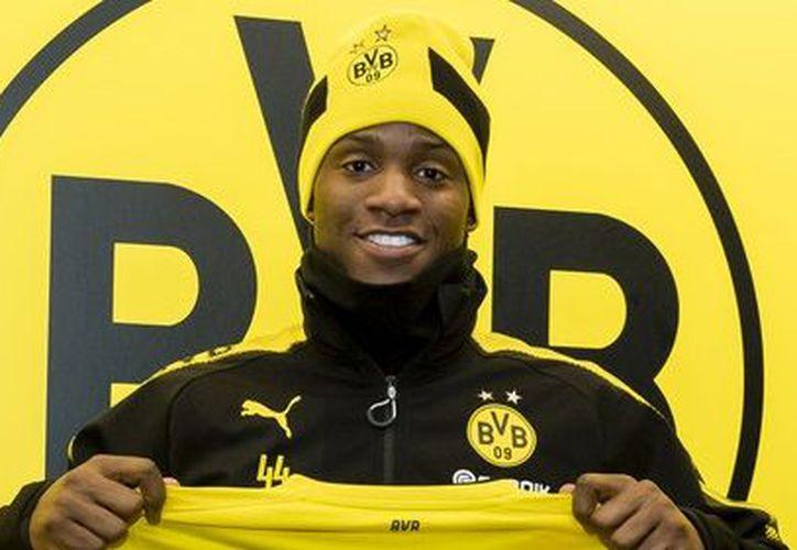 La incorporación de Michy Batshuayi, de 24 años, se dio a conocer en la página oficial del club ocho veces campeón de la Bundesliga. (Contexto/Internet)