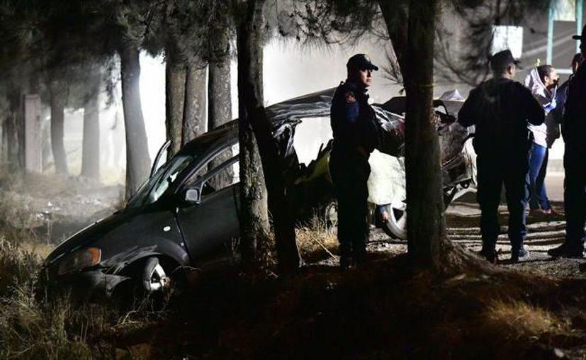 El menor de 12 años, presuntamente perdió el control del auto y se estrelló. (Foto: Twitter)