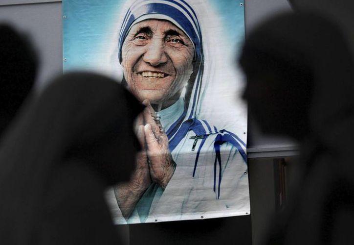 La madre Teresa, que se llamaba Gonxha Bojaxhiu, fue proclamada beata el 19 de octubre de 2003 en una ceremonia multitudinaria en la Plaza de San Pedro del Vaticano. (Archivo/EFE)
