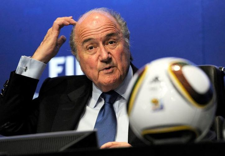 Joseph Blatter, presidente FIFA, lo pensó mucho, pero finalmente sí buscará reeligirse en el cargo en el que ya lleva 17 años. (ibitimes.co.uk)