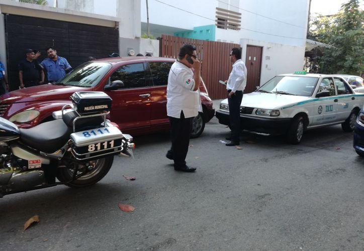 Los taxistas golpearon al hombre hasta dejarlo con fracturas en el tobillo derecho. (Foto: Redacción/SIPSE).