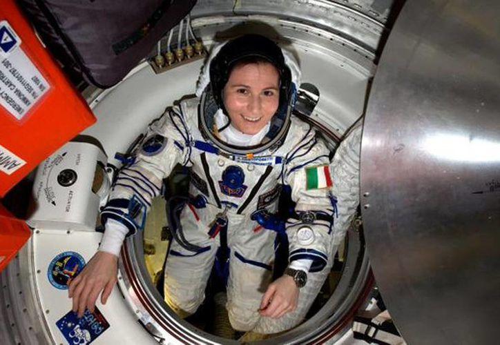 La astronauta italiana Samantha Cristoforetti compartió por medio de la red social cómo es su vida día a día en el espacio exterior. (Tomada del Twitter @AstroSamantha )