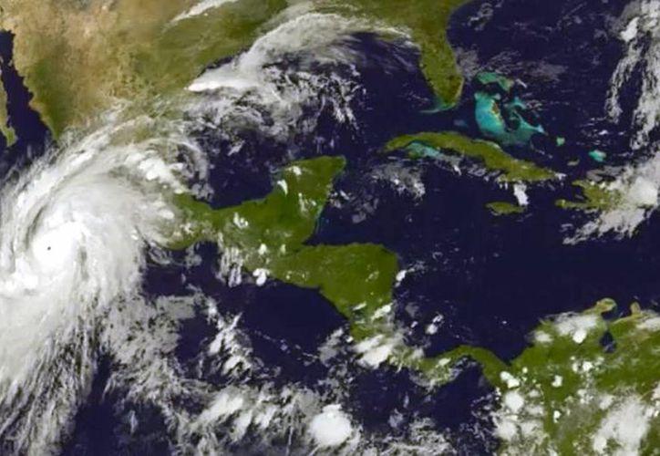 Desde la primavera de este año los pronósticos de varias agencias del clima esperaban la formación de huracanes muy potentes, del tamaño de Patricia. (Archivo/EFE)